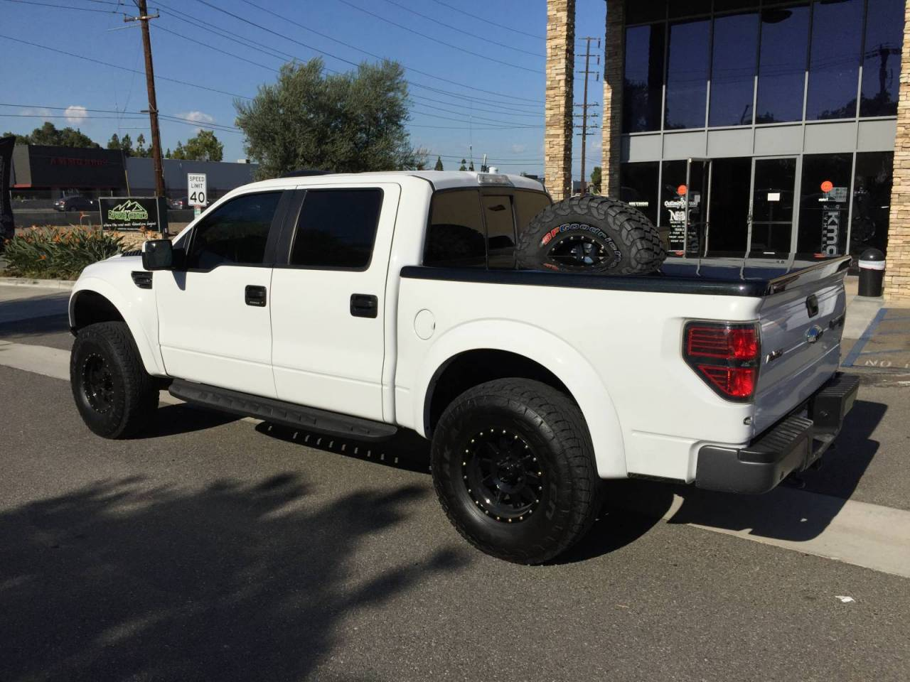 2013 ford raptor with custom bed cover