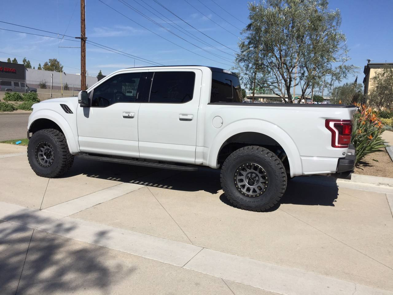 2018 F150 Factory Wheels >> Photo Gallery - White 2017 Raptor