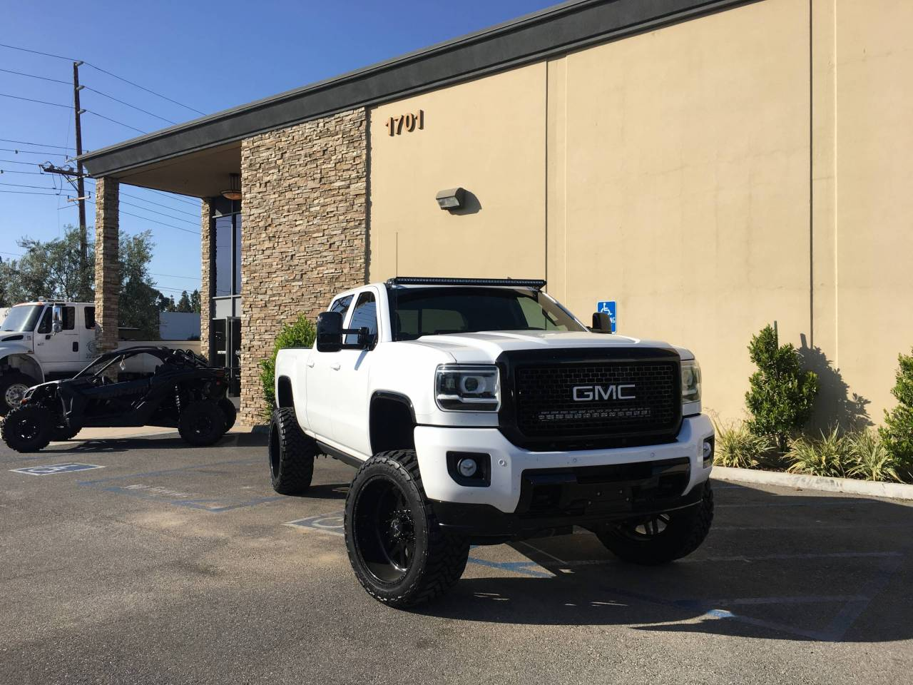 Photo Gallery 2500 3500 White Lifted Chevy Silverado 2017 Gmc Denali